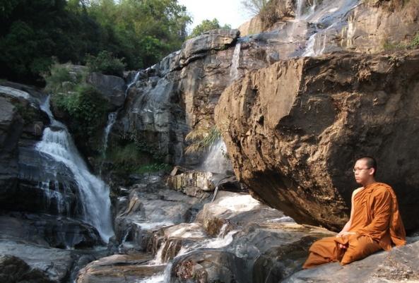budista-monah-meditacija